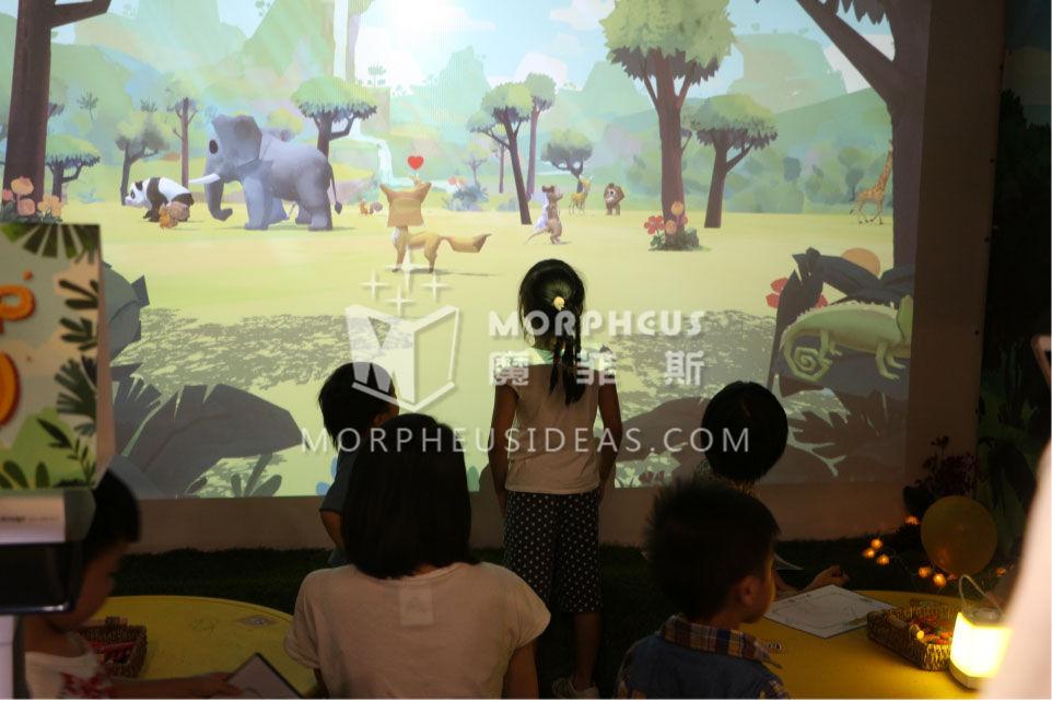 動物出現在屏幕后可以與它自由互動