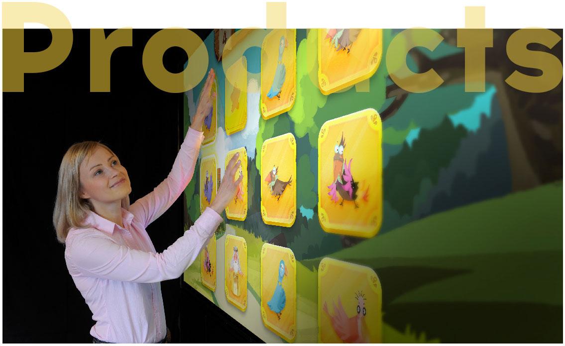 记忆击牌是一个投掷/射击和益智类相结合的互动游戏。主要采用投影触屏的技术,锻炼快速记忆和协调能力