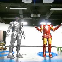 按提示做指定动作,自动穿戴钢铁侠盔甲