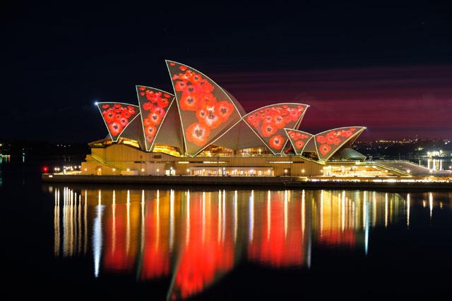 """悉尼歌剧院在""""排灯节""""和""""国殇纪念日""""期间焕然一新"""