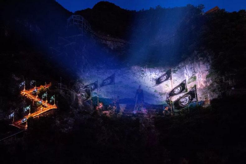 裸眼3D巨崖投影秀